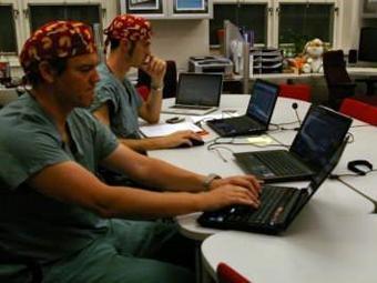 Анестезиологи во время операции. Фото Университета Макгилла