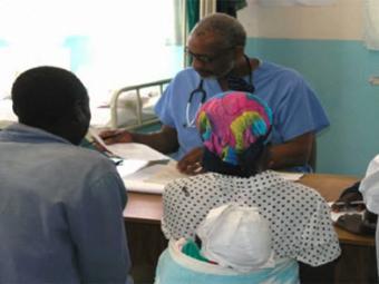 Прием пациентов в клинике Храма Аллена в Зимбабве. Фото с сайта allen-temple.org